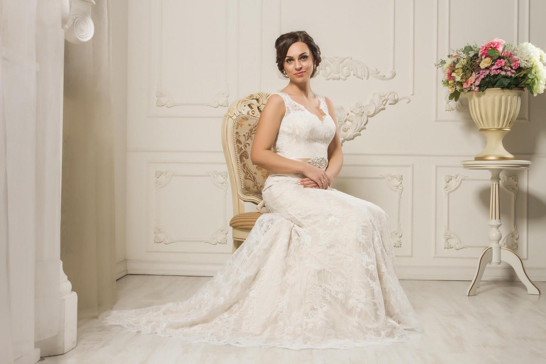 Расшивка на свадебном платье